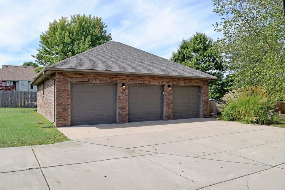 907 North 15TH Avenue Ozark, MO 65721