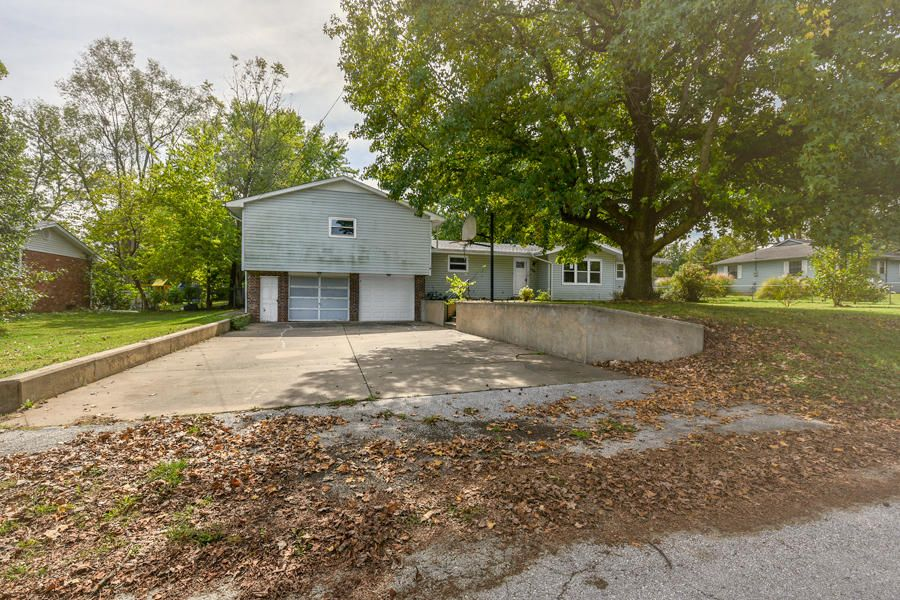 106 East South Street Marionville, MO 65705