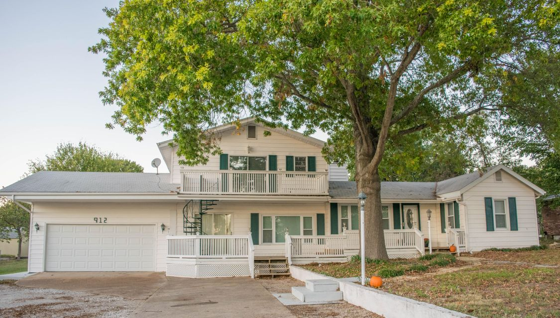 912  Parkview Drive Hollister, MO 65672