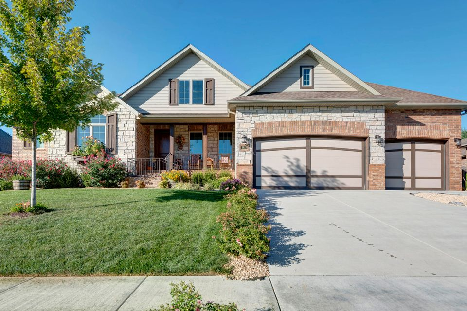 2817 East Cherry Bark Lane Springfield, MO 65804