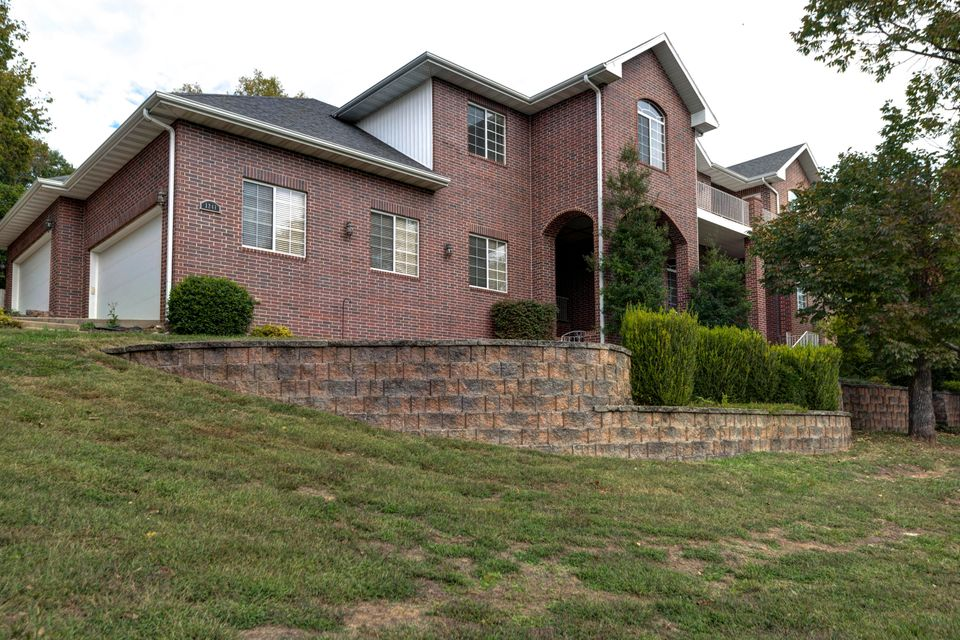 1241 West Stone Meadow Way Springfield, MO 65810
