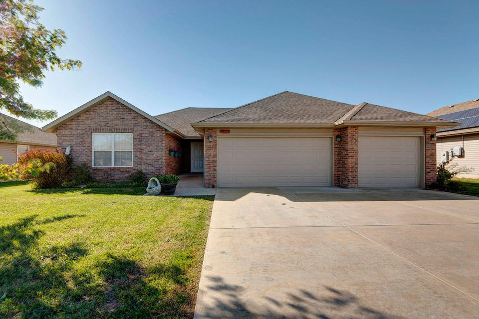 4105 North Thistle Drive Ozark, MO 65721