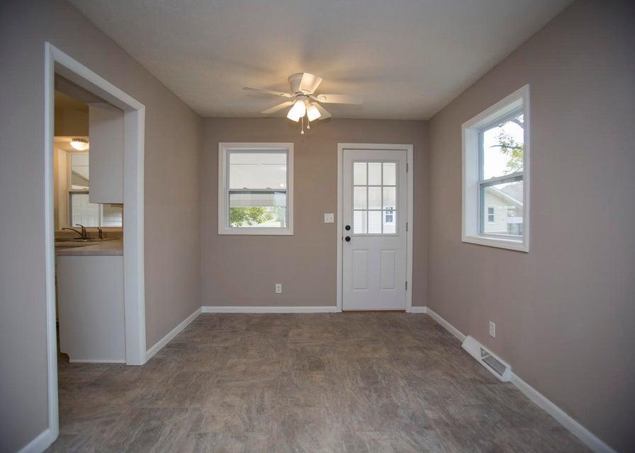 1653 East Nora Street Springfield, MO 65803