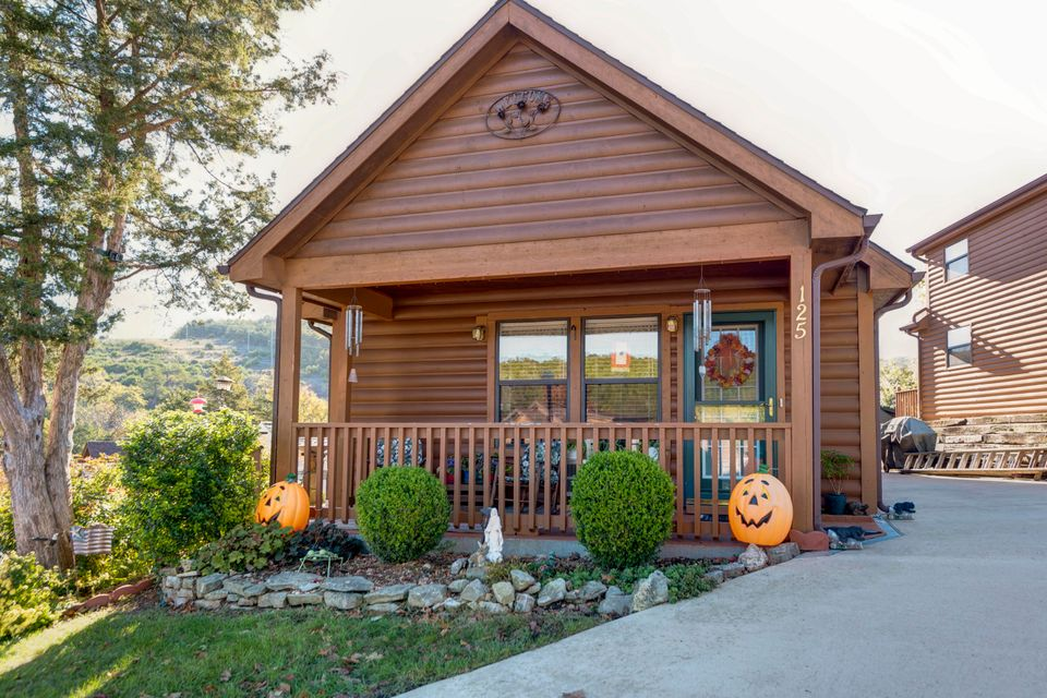 125  Valley Way Hollister, MO 65672