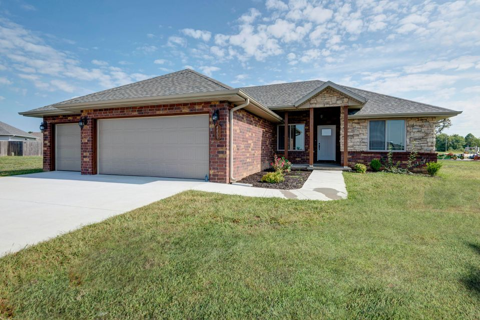 4533 West Cloverleaf Terrace Battlefield, MO 65619