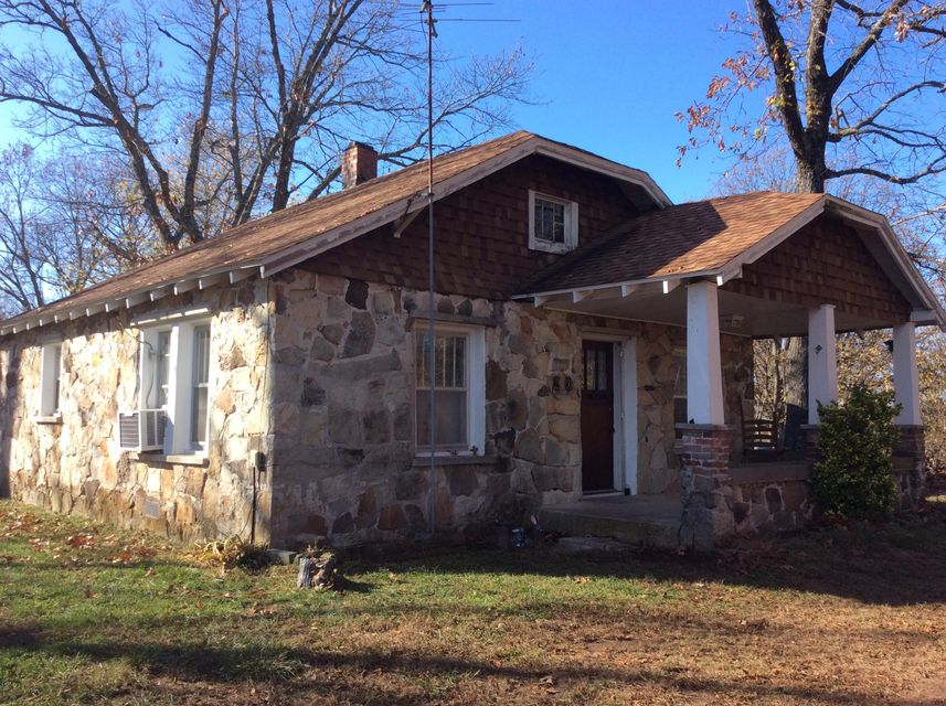 2364  Two Rivers Road Highlandville, MO 65669