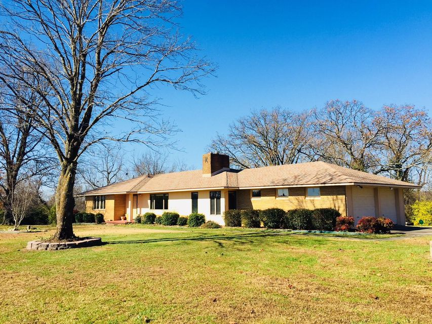 805  Old Exeter Road Cassville, MO 65625