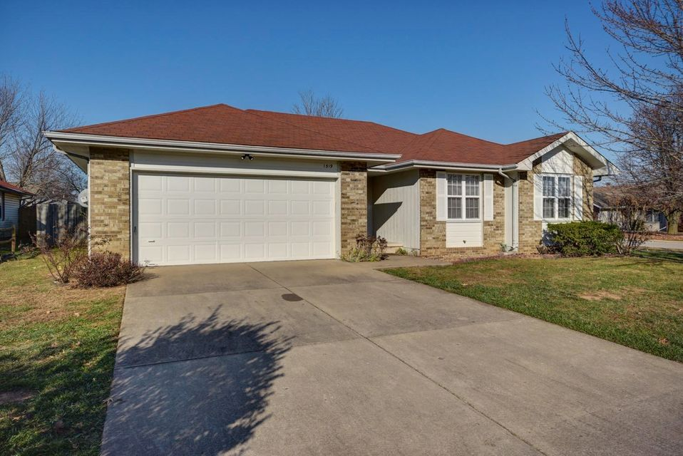 1519 West Erie Court Springfield, MO 65807