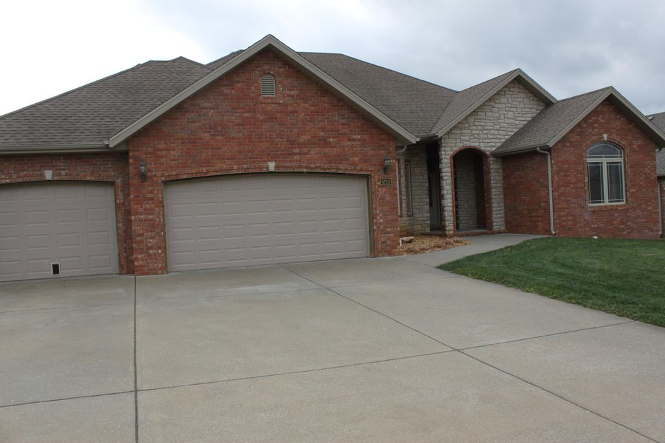 5218 East Wild Horse Drive Springfield, MO 65802