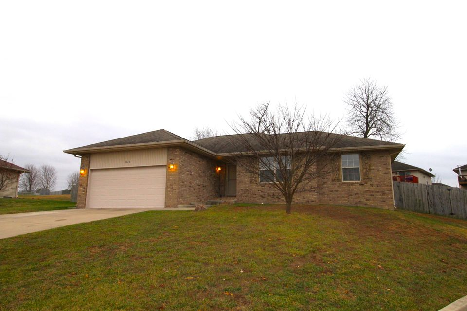 3826 West Greenway Drive Springfield, MO 65807