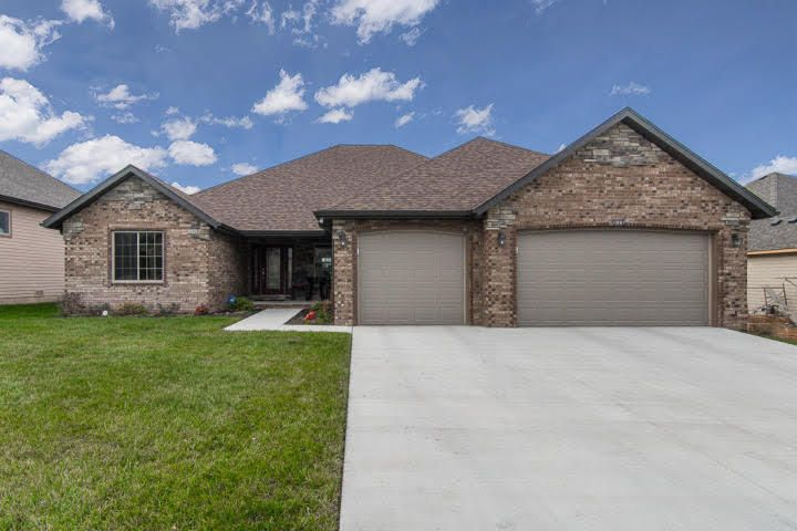 1087 North Cedar Ridge Avenue Springfield, MO 65802
