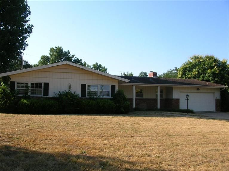 2638 East Southern Hills Boulevard Springfield, MO 65804