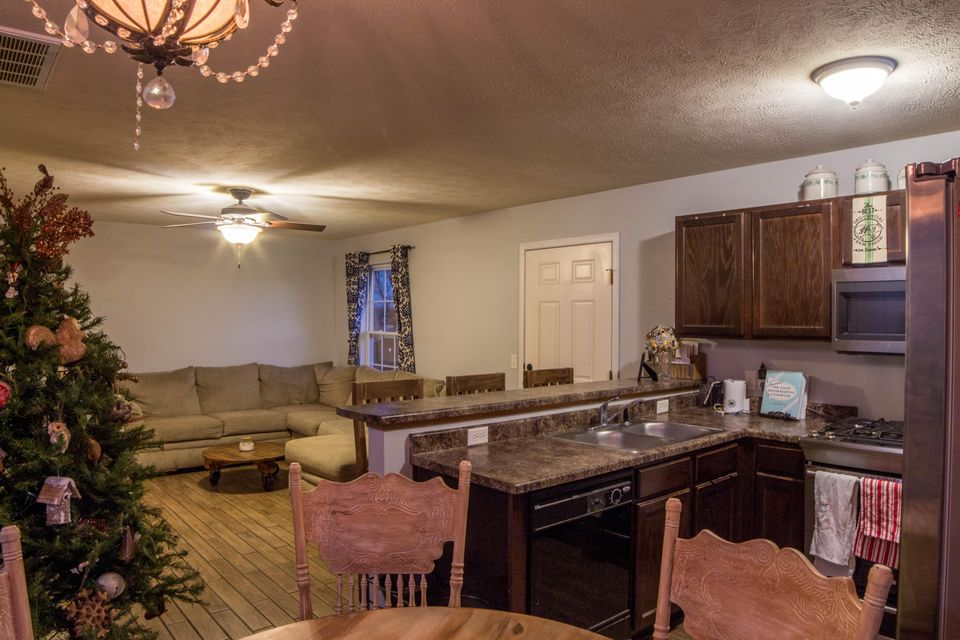 2816 West Cover Drive Ozark, MO 65721