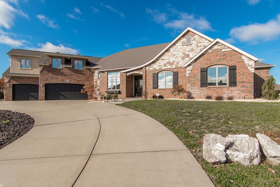 5065 East Hedgerow Drive Springfield, MO 65802