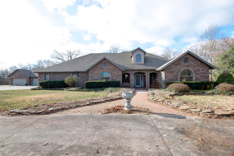 1712 West Riverfork Drive Nixa, MO 65714
