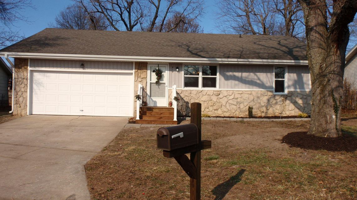 819 East Guinevere Street Springfield, MO 65807