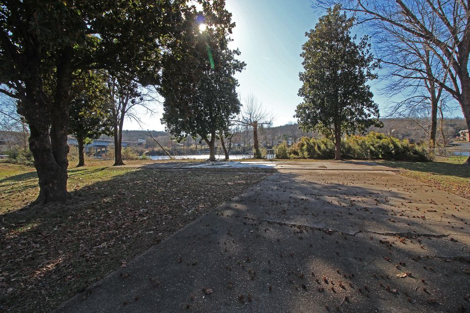 802  Sunset Road Branson, MO 65616