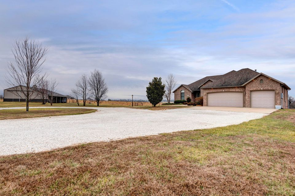 10390 West Jay Bee Lane Republic, MO 65738