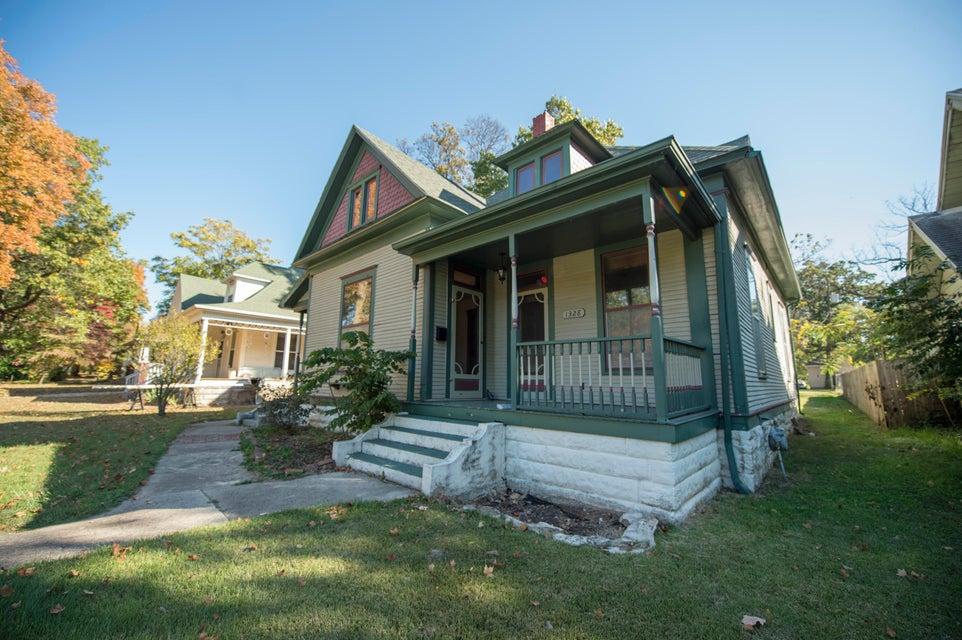 1328 North Clay Avenue Springfield, MO 65802