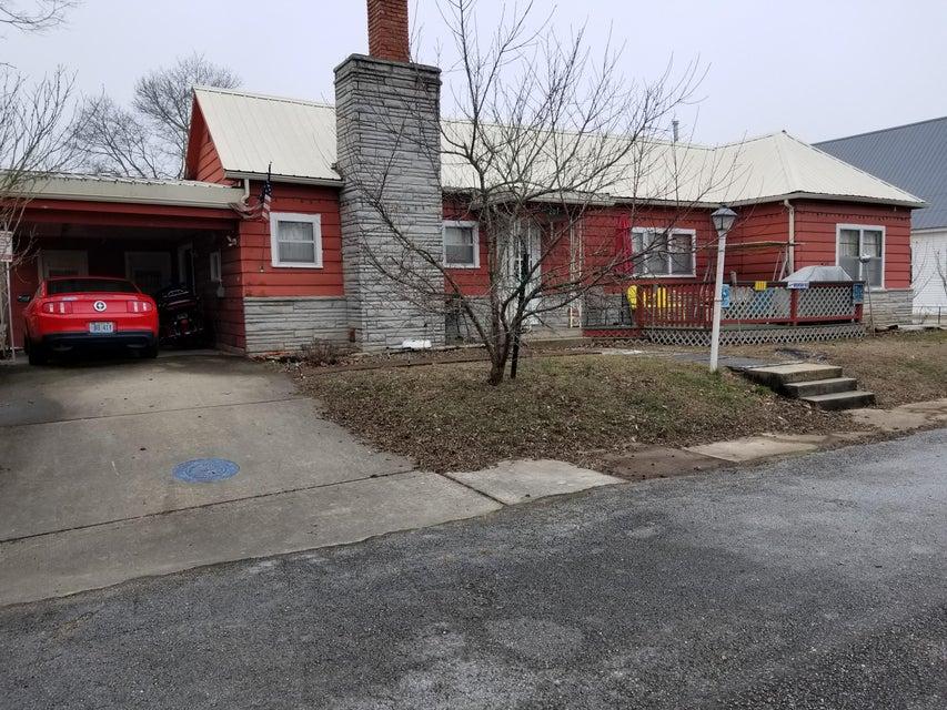 207 North Maple Street Galena, MO 65656