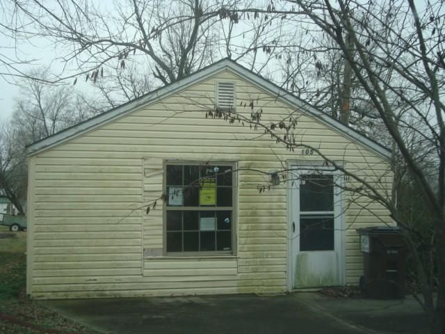105 North Maple Lane Ash Grove, MO 65604