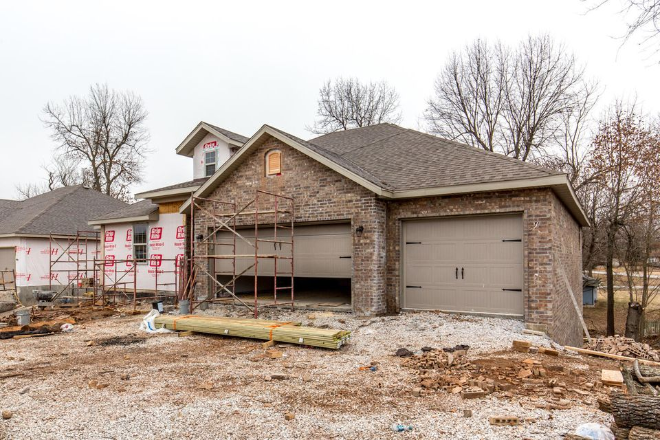 5613 South Cloverdale Lane Battlefield, MO 65619