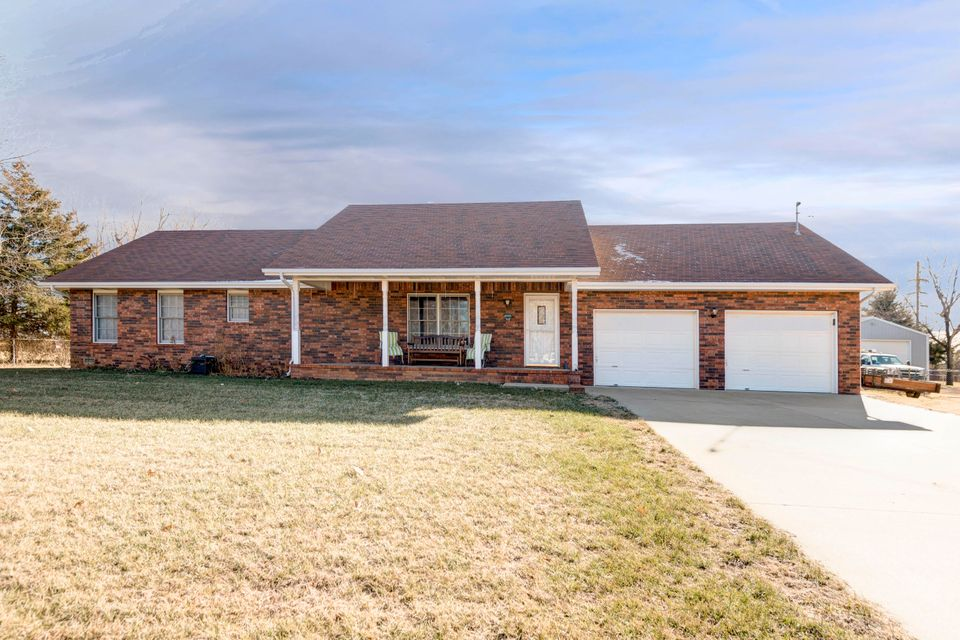 1930 West Sayer Drive Springfield, MO 65803