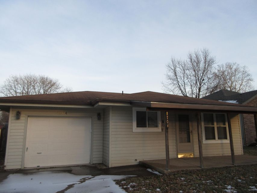 1704 North Engel Avenue Springfield, MO 65803