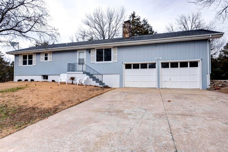233  Pinewood Drive Reeds Spring, MO 65737