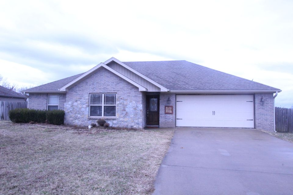 519  Echo Valley Circle Reeds Spring, MO 65737