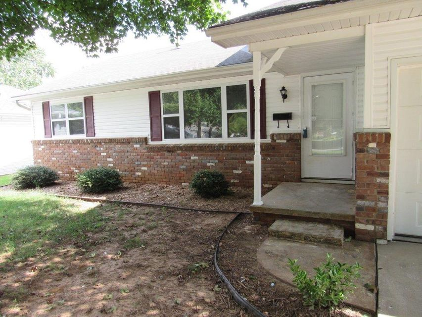 2734 South Rogers Avenue Springfield, MO 65804