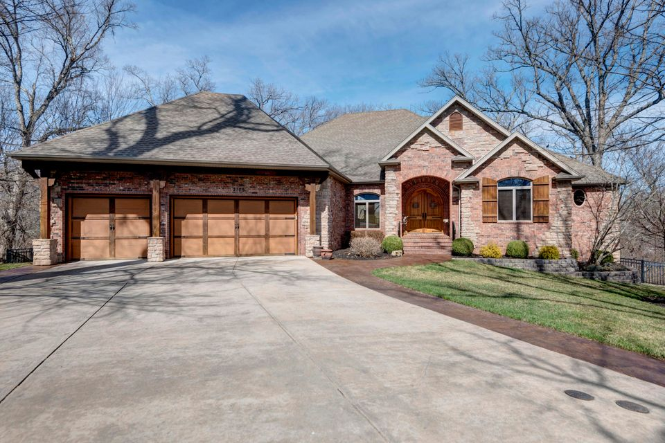 2109 South Cross Timbers Court Springfield, MO 65809
