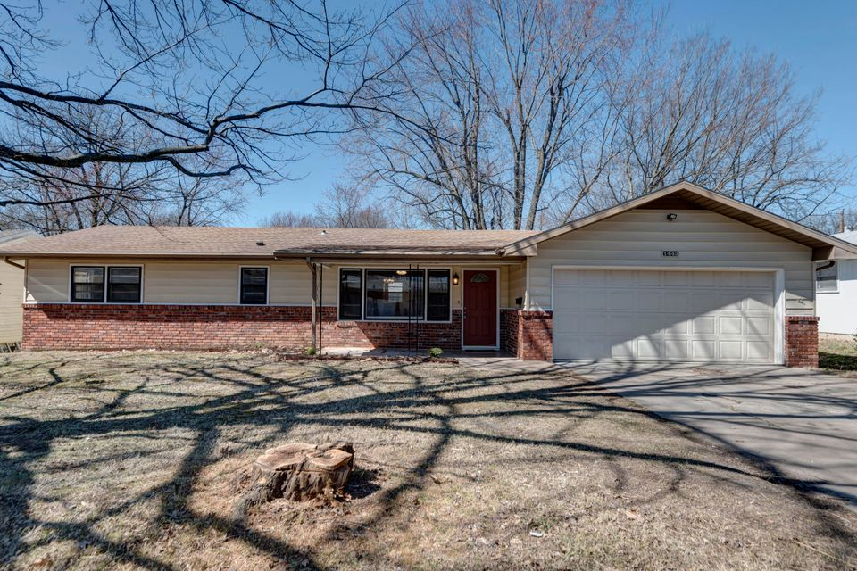 1443 South Sieger Drive Springfield, MO 65804