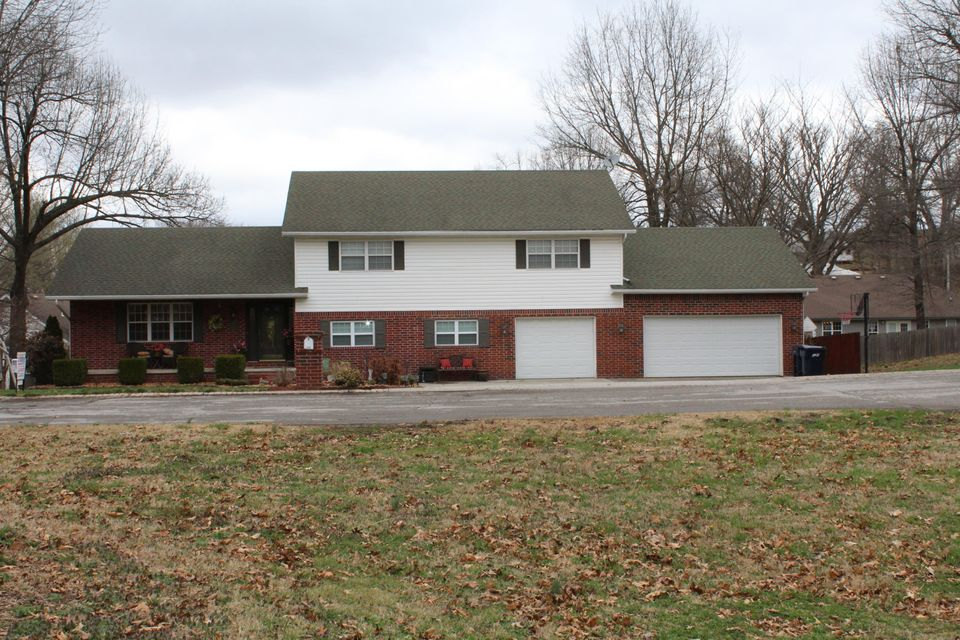 718  Laurel Circle Neosho, MO 64850