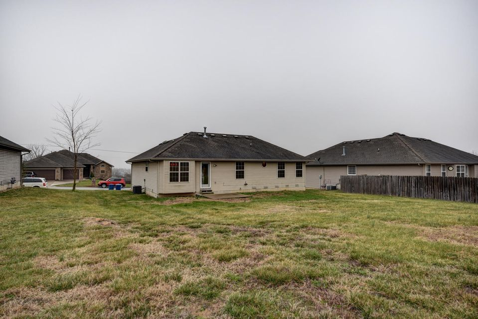 2725 West Garton Road Ozark, MO 65721