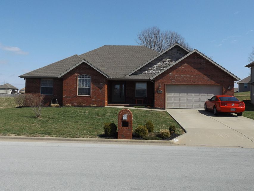 3696 North Bridgewood Avenue Springfield, MO 65803
