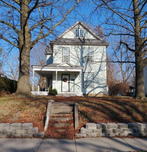 1214 North Robberson Avenue Springfield, MO 65802