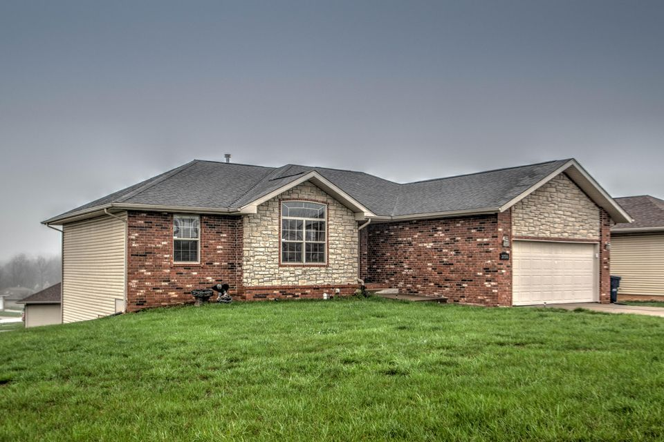 3755 West Greenway Drive Springfield, MO 65807