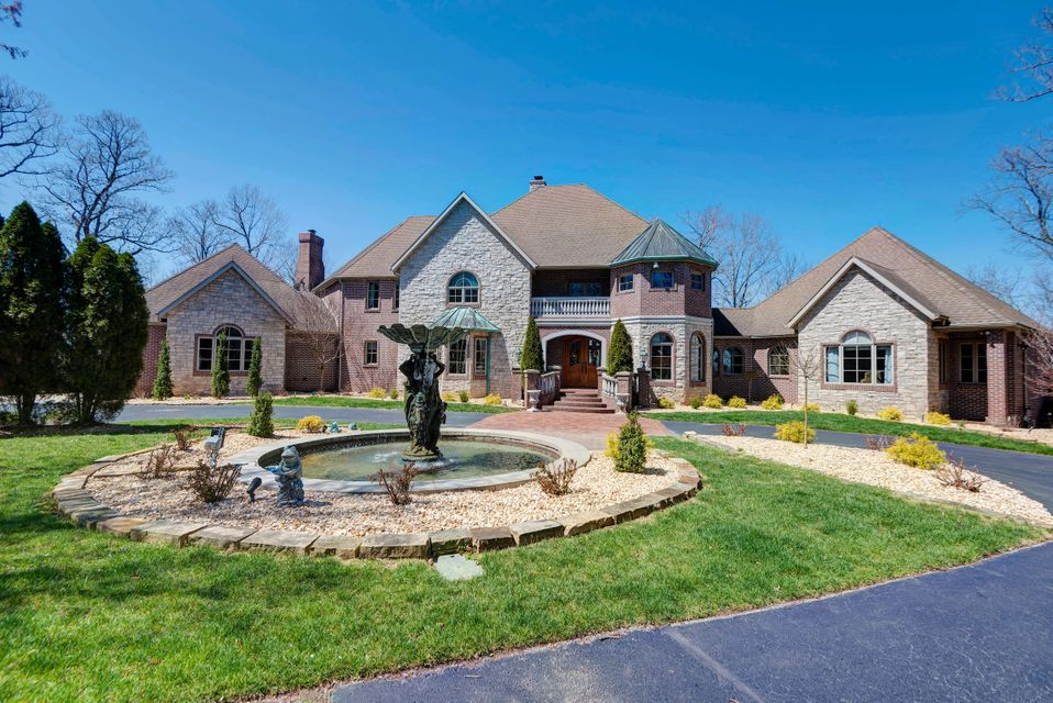 2991 South Thornridge Drive Springfield, MO 65809