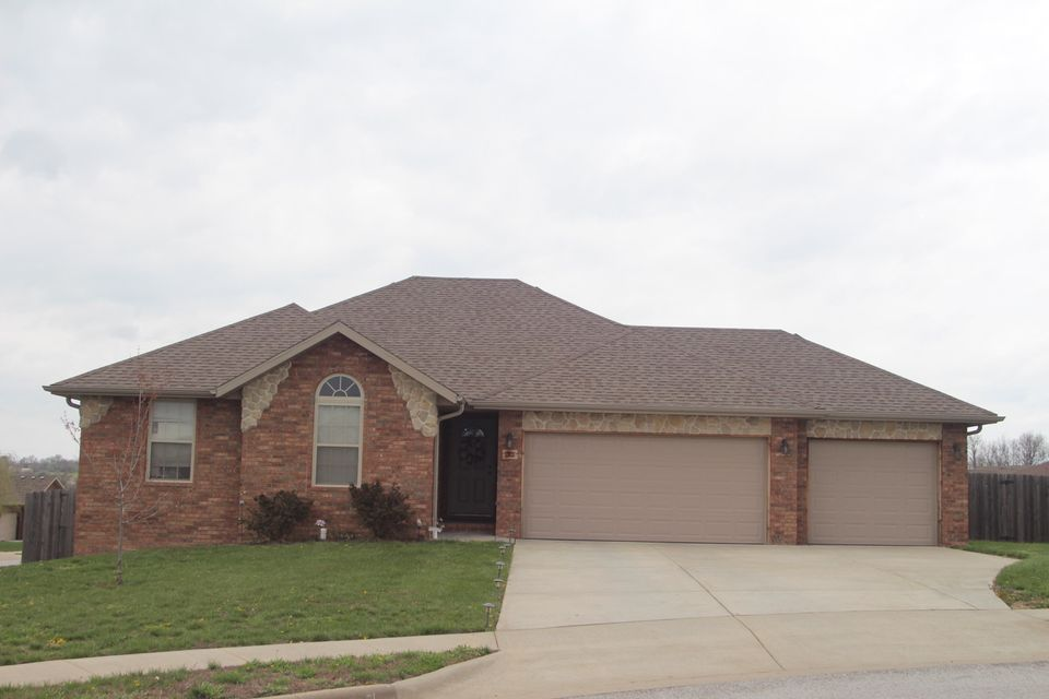 1301 North Crestview Court Ozark, MO 65721