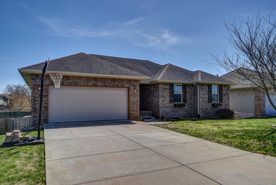 998 West Pembrook Avenue Nixa, MO 65714