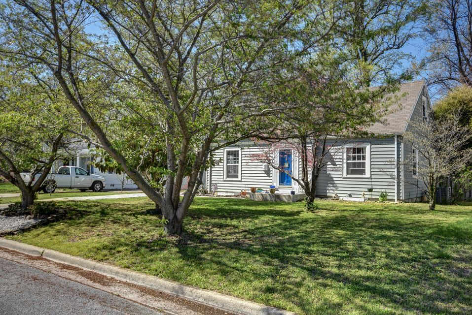 1251 East Linwood Drive Springfield, MO 65804