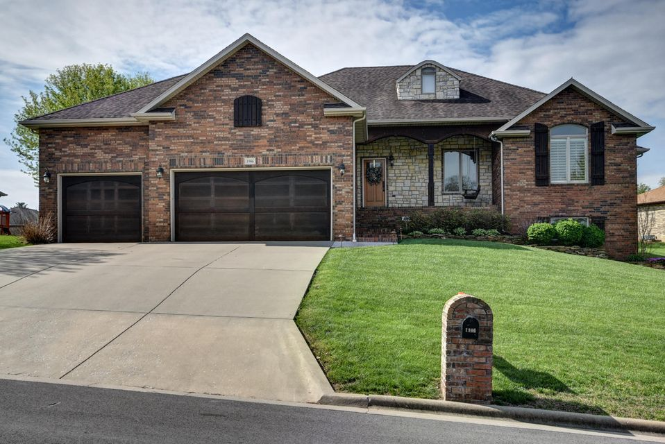1906 Winged Foot Drive Nixa, MO 65714