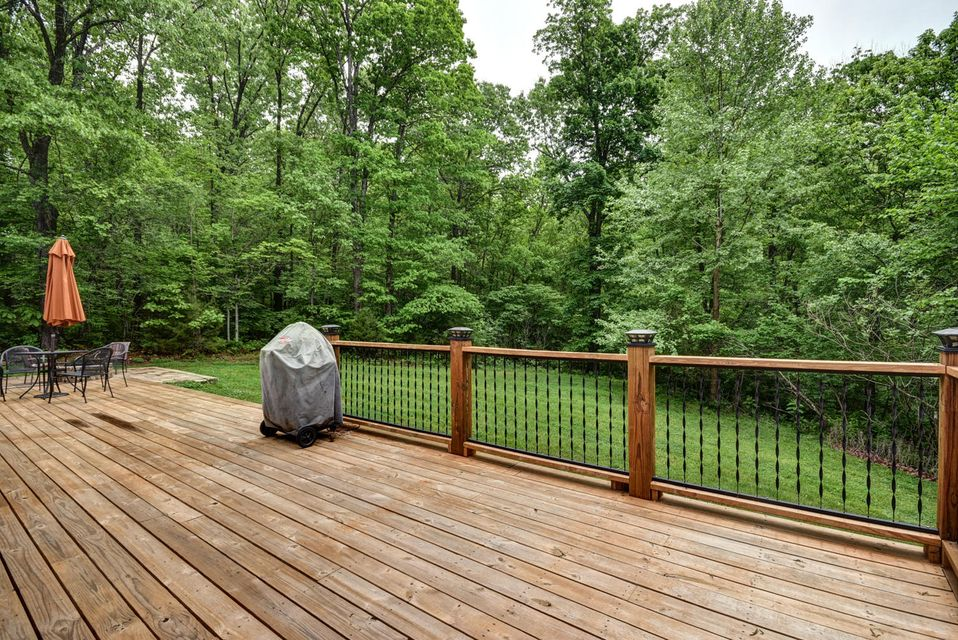 892 North Forest Green Court Nixa, MO 65714
