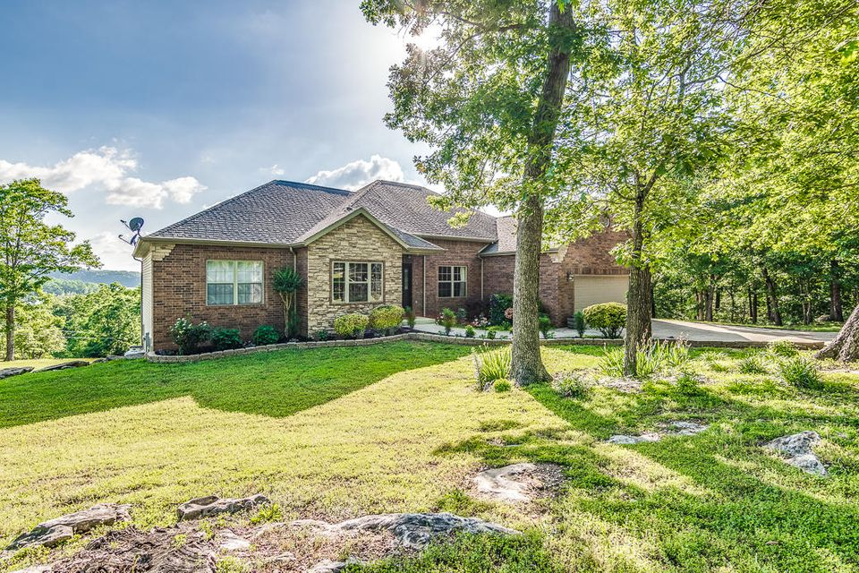 325 Peninsula Lane Kimberling City, MO 65686
