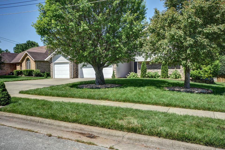 3513 South Bellhurst Avenue Springfield, MO 65804