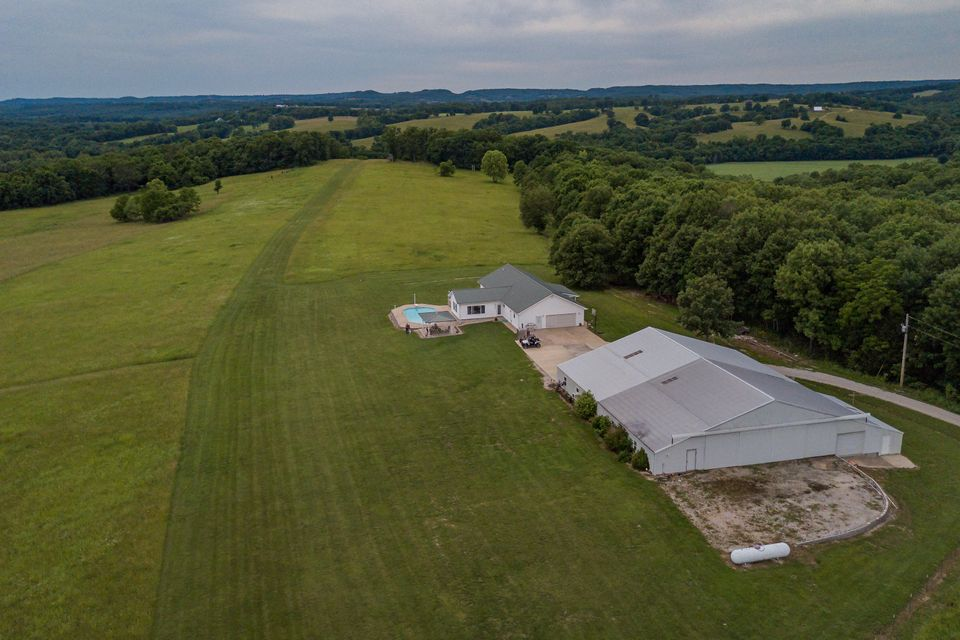 925 Middleton Road Taneyville, MO 65759