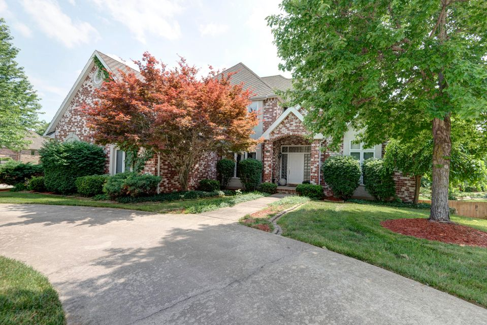 2082 East Norshire Street Springfield, MO 65804
