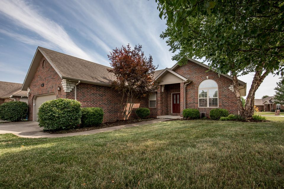 639 North Spout Spring Street Nixa, MO 65714