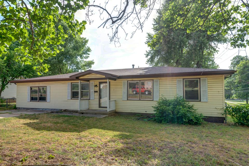 556 South Laurel Avenue Springfield, MO 65802